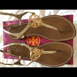 Pre owned Tory Burch t strap sandals size 9.5